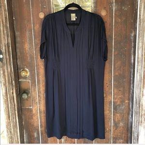 Taylor | V- neck Shift Dress pleated Details Navy
